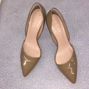 REISS Size 38 taupe patent high heels like new!